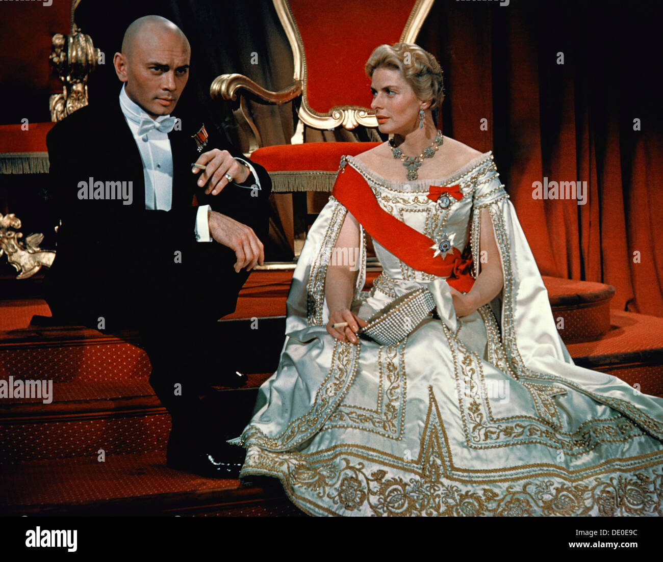 Yul Brynner and Ingrid Bergman in the film 'Anastasia', 1956. Directed by Anatole Litvak, the film tells the story of a young woman, played by Ingrid Bergman (1915-1982), who is persuaded by a group of Russian emigres, the leader of whom is played by Yul Brynner (1920-1985), into passing herself off as the Grand Duchess Anastasia, daughter of the murdered Tsar Nicholas II. - Stock Image