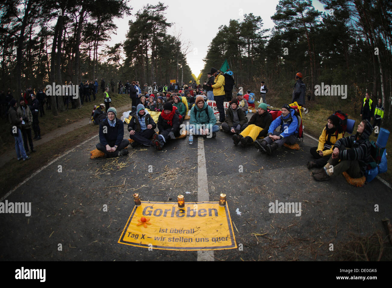 Anti-nuclear protest by x1000-mal-quer in the Wendland region, anti-nuclear protesters occupying the entrance to Gorleben, site - Stock Image
