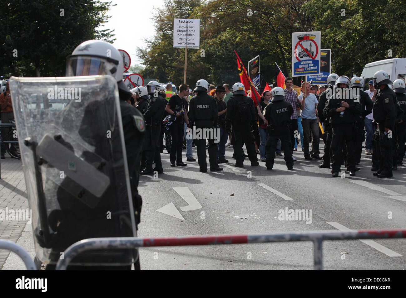 1800 policemen on duty for a demonstration of approximately 60 supporters of the anti-Islamic minor political party Pro - Stock Image