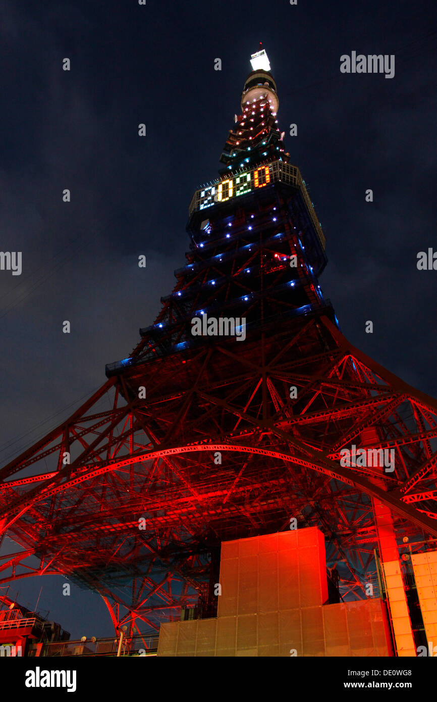 Tokyo, Japan. 09th Sep, 2013. Tokyo Tower has been illuminated with the Olympic colors along with the number 2020 Stock Photo