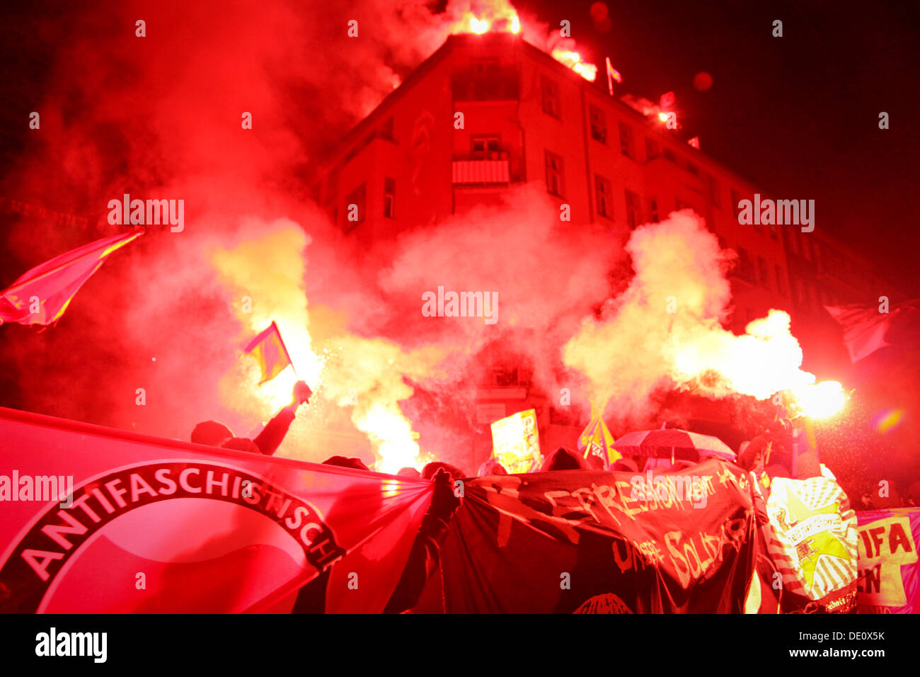 Bengal fireworks, radical left-wing protest in memory of squatter Silvio Meier who was murdered by neo-Nazis in 1992 - Stock Image
