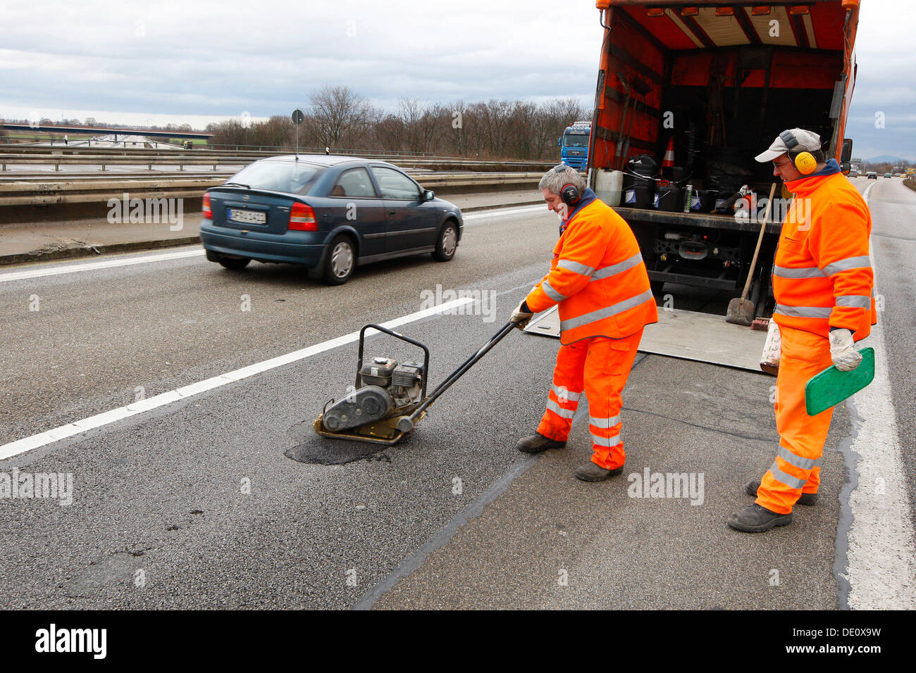 Workers doing road rehabilitation after frost on the A5 motorway near Heidelberg, Baden-Wuerttemberg - Stock Image