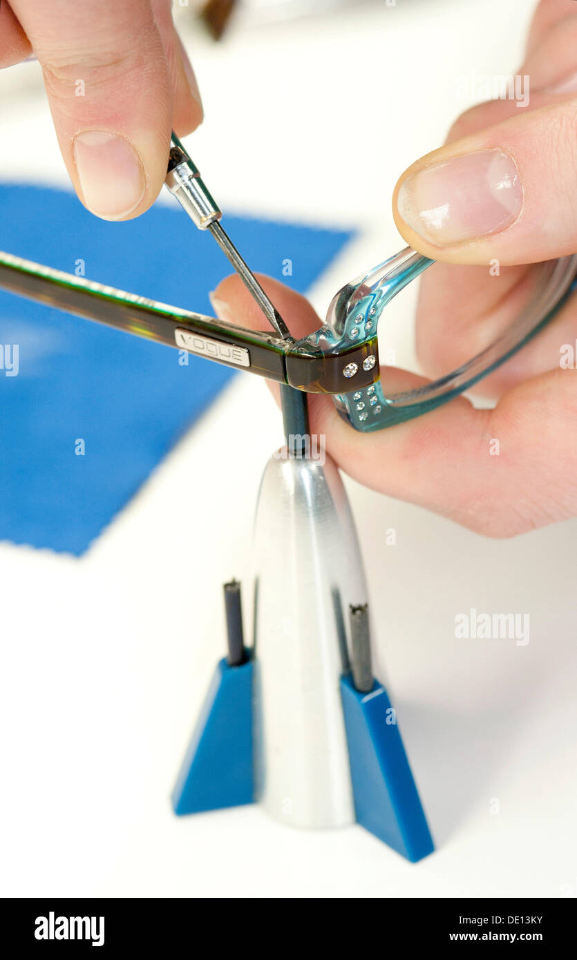 Assembling a pair of glasses, optician apprenticeship - Stock Image