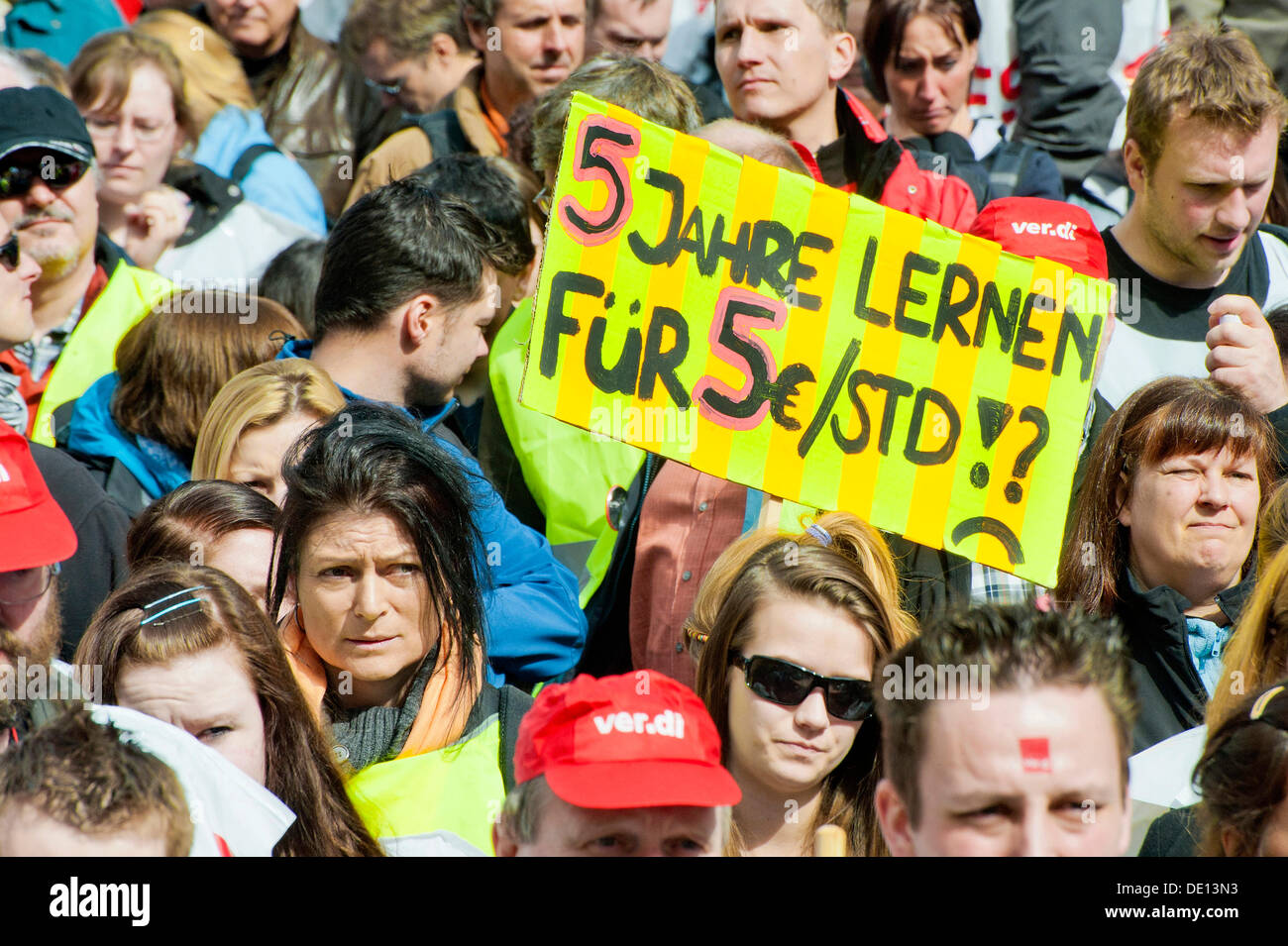 Banner '5 Jahre lernen, fuer 5 Euros pro Stunde', German for 'learn for five years for earning five euros per hour', warning - Stock Image
