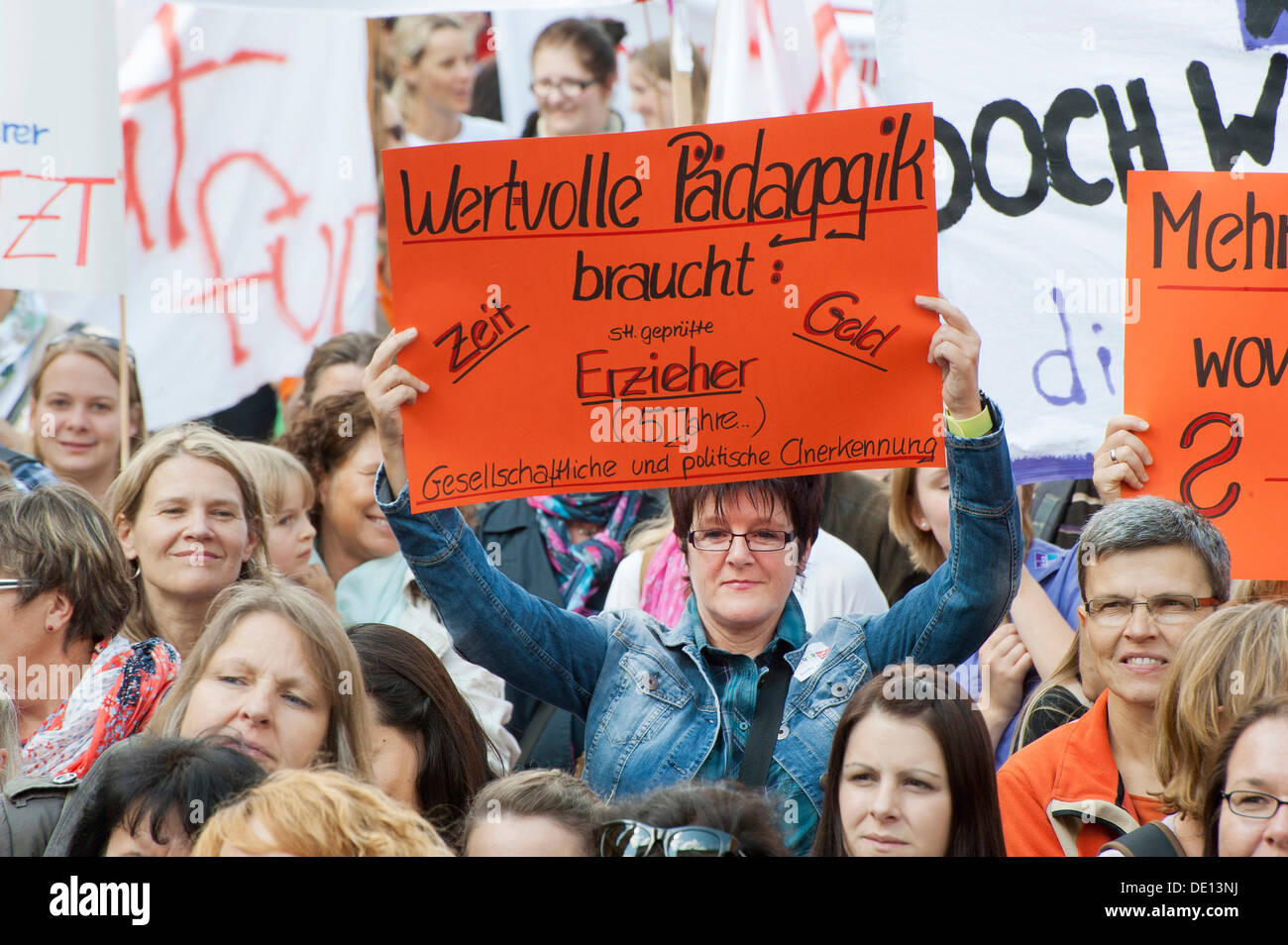 Sign 'Wertvolle Paedagogik braucht Zeit, Geld, Erzieher', German for 'constructive education needs time, money and educators', - Stock Image