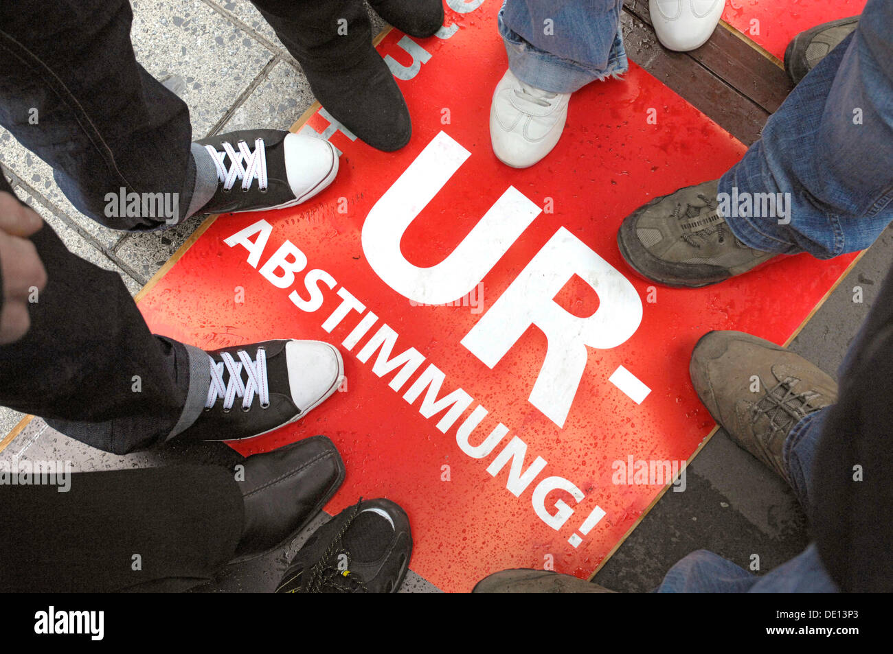 Sign, Urabstimmung, German for general election, vote to strike with their feet, Verdi trade union, bargaining-round - Stock Image