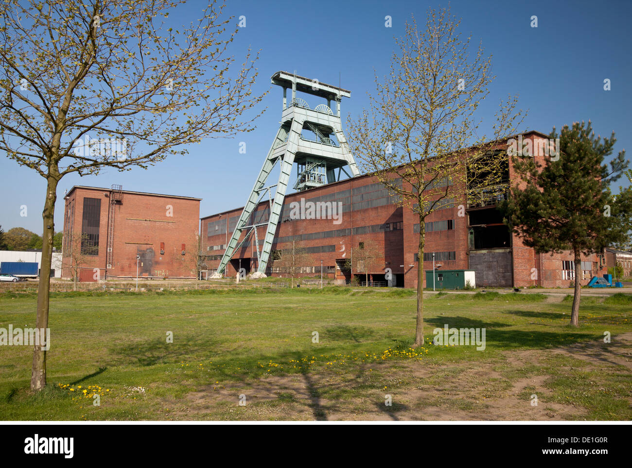 geography / travel, Germany, North Rhine-Westphalia, Ruhr area, Herten, mine Ewald, closed hard coal mine, doulbe headed headframe, Additional-Rights-Clearance-Info-Not-Available - Stock Image