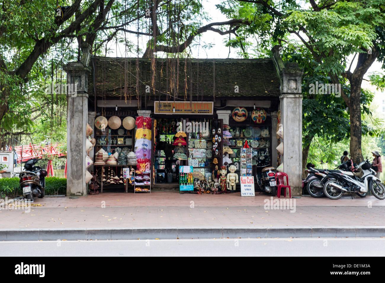 The Hoan Kiem souvenir shop, Hanoi Vietnam - Stock Image