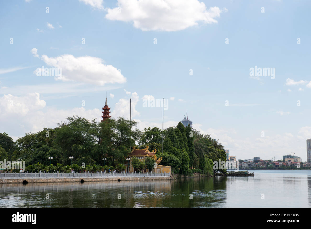 Chùa Trấn Quốc Pagoda view from West lake in Hanoi, Vietnam - Stock Image