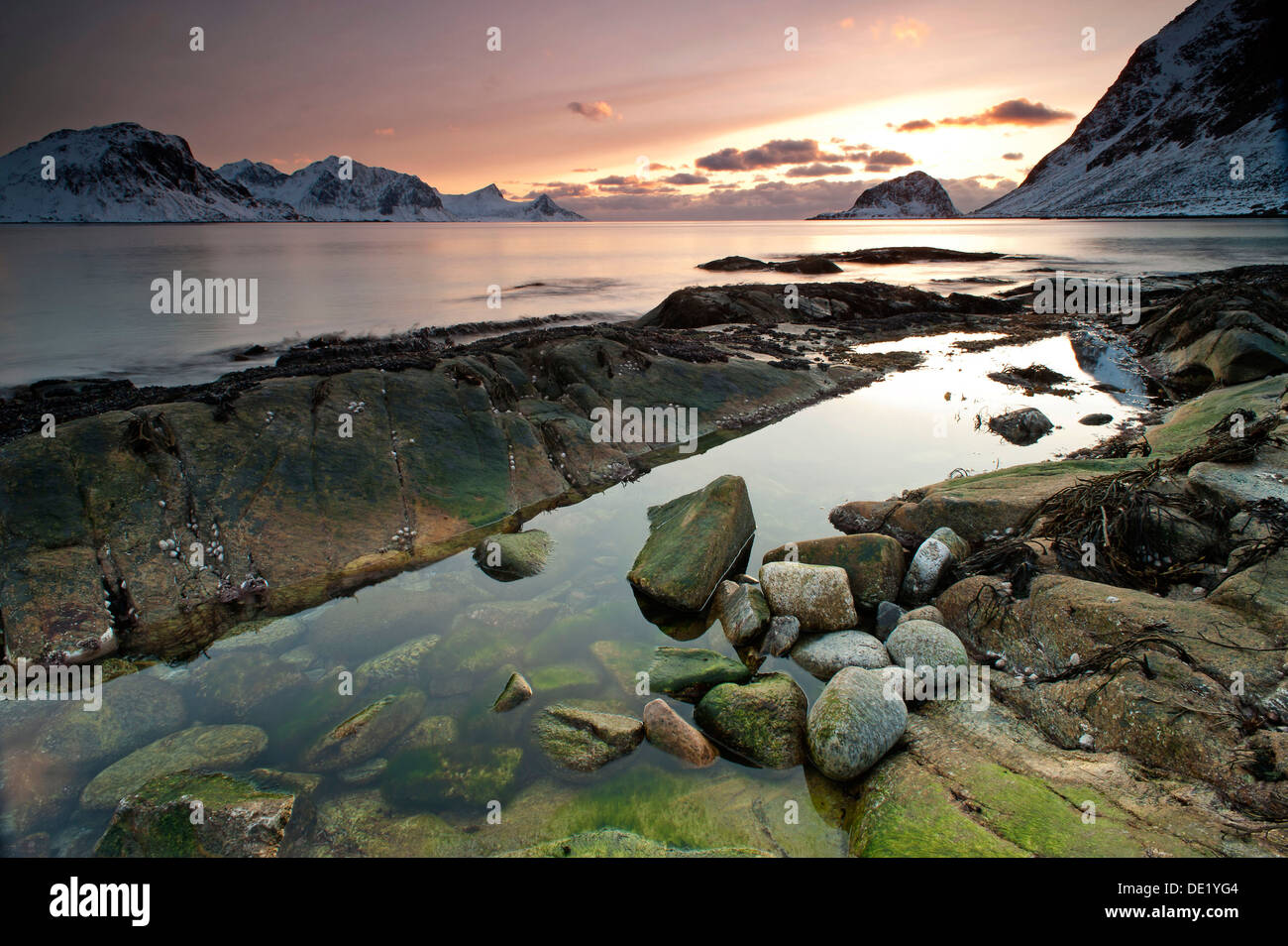 Vikbukta Bay at sunset, near Haukland, Vestvågøy, Lofoten, Nordland, Norway - Stock Image