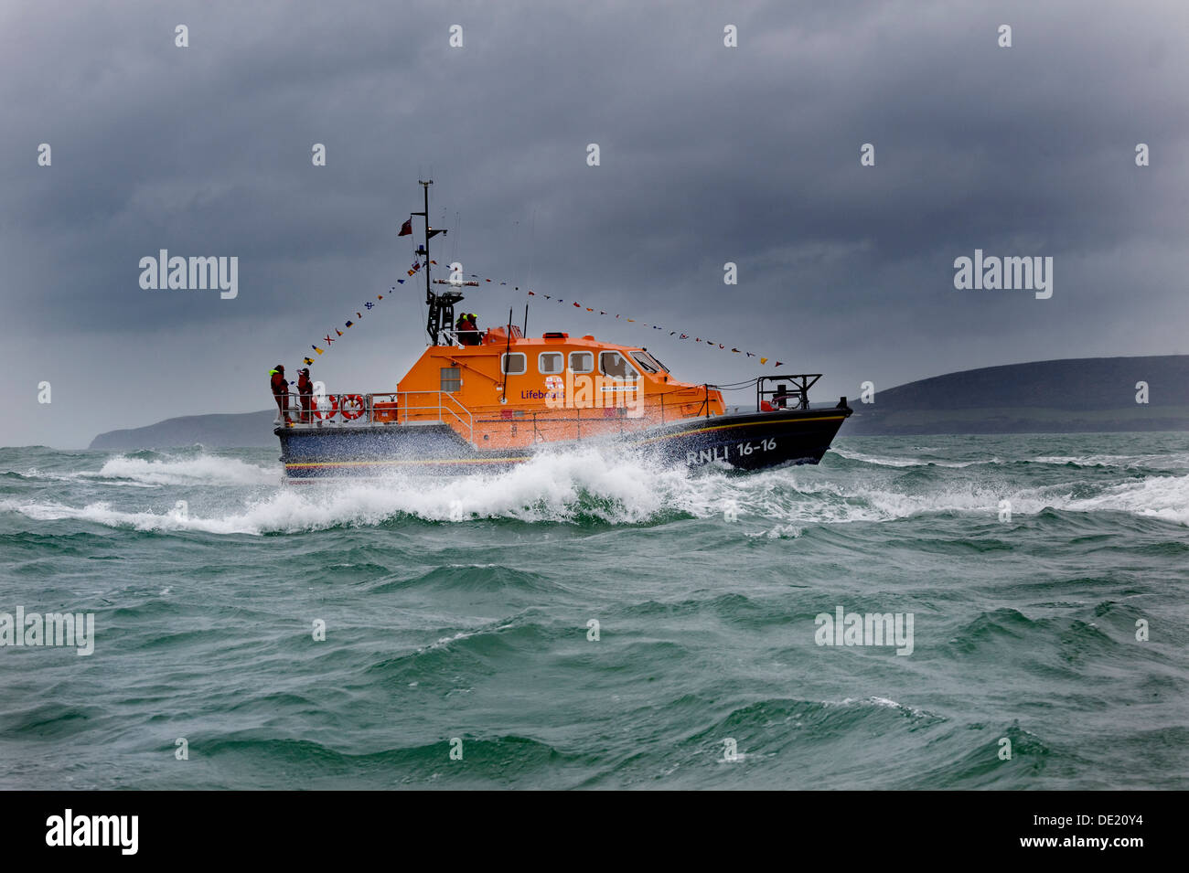 The RNLI Tamar-class lifeboat Mollie Hunt in action off  Appledore on the North Devon coast - Stock Image