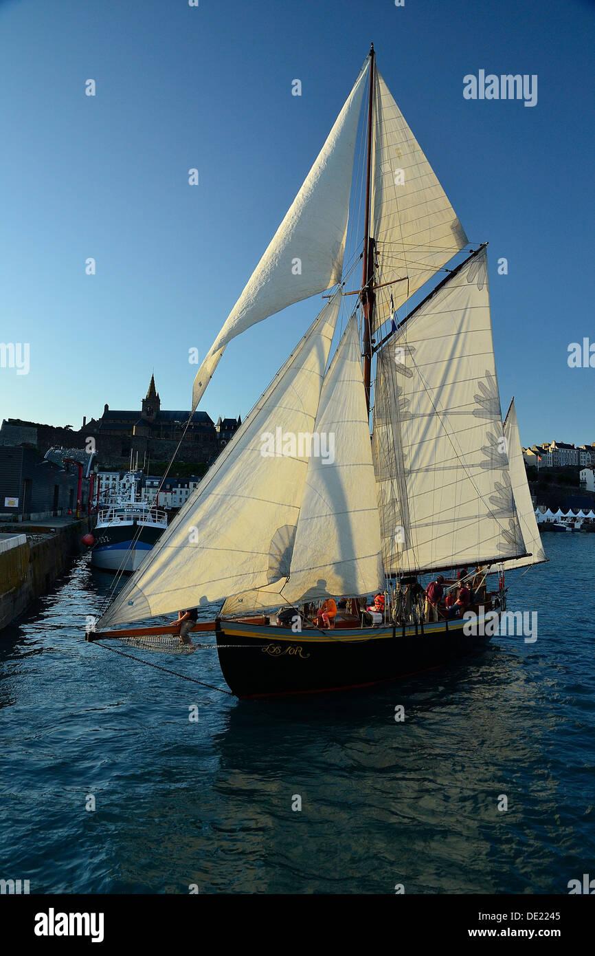 Lys noir (French classic yacht  Rig: yawl auric, 1914