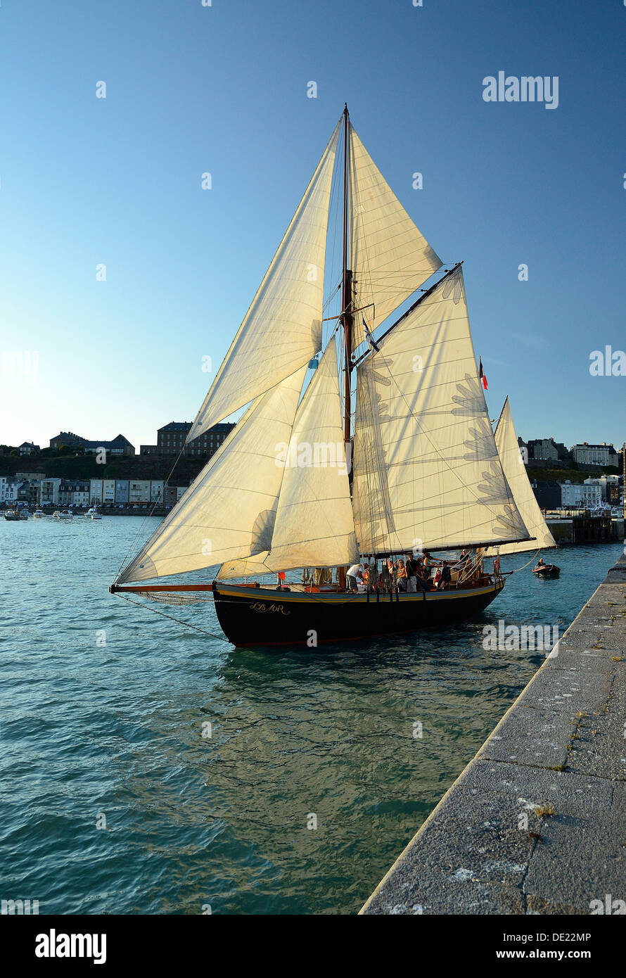 Lys noir (French classic yacht  Rig: yawl auric, 1914) leaving the