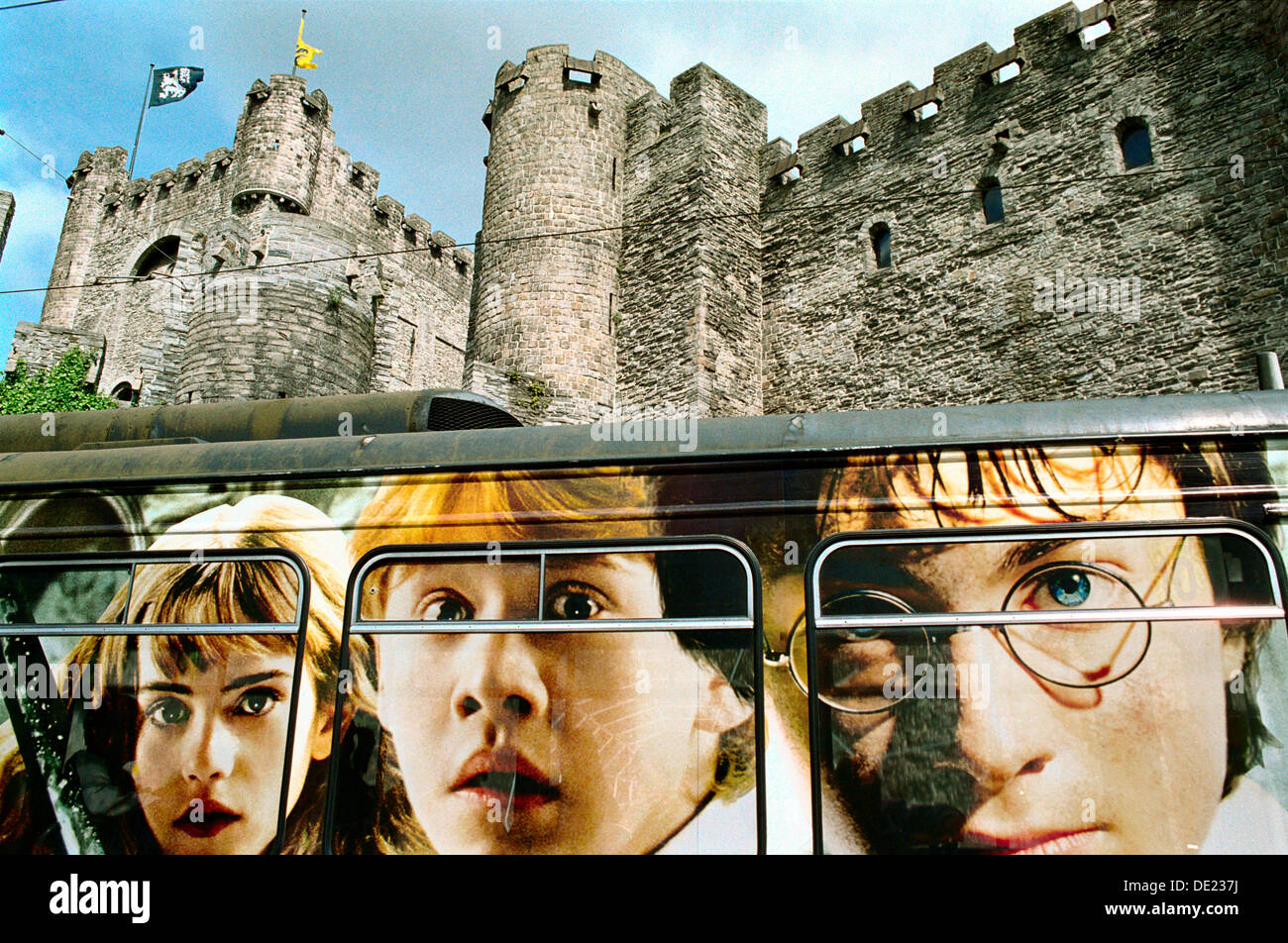 Bus with a Harry Potter film advertising in front of Gravensteen (´Castle of the Counts´). Ghent. Flanders, - Stock Image