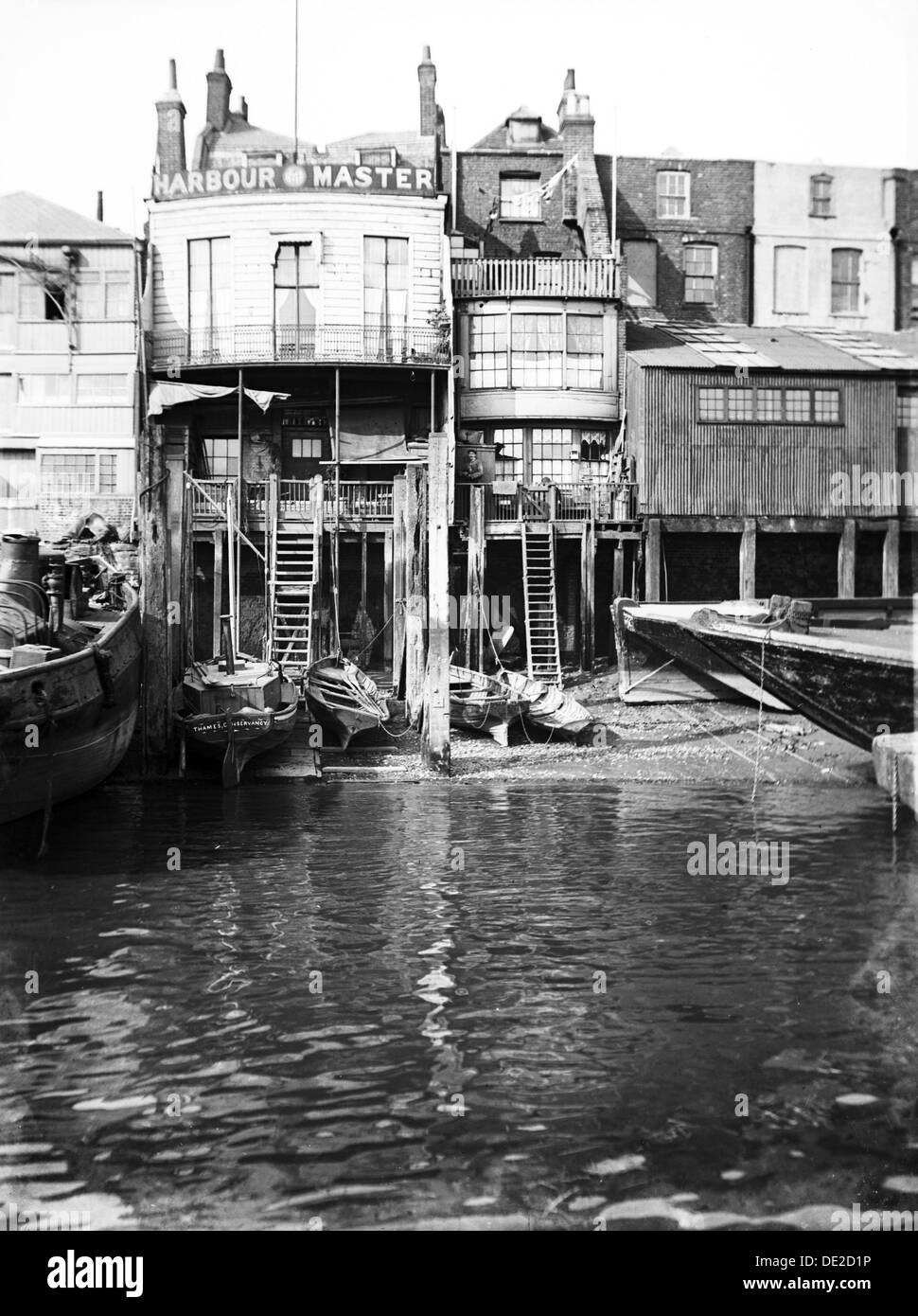 The Harbour Master's office at 74 Narrow Street, Limehouse, London, c1905. - Stock Image