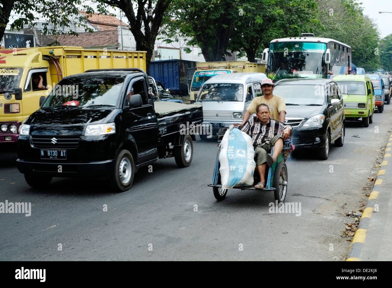 chaotic street scene as masses of people start to travel to families and go shopping as the idul fitri holiday gets underway - Stock Image