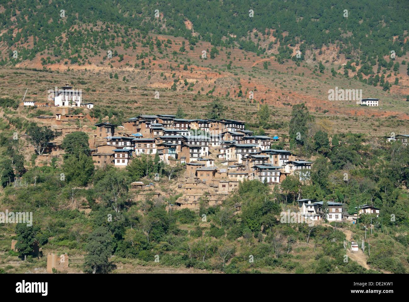Typical village built on a hillside near Wangdue Phodrang near Punakha, Himalaya, Kingdom of Bhutan, South Asia, Asia - Stock Image