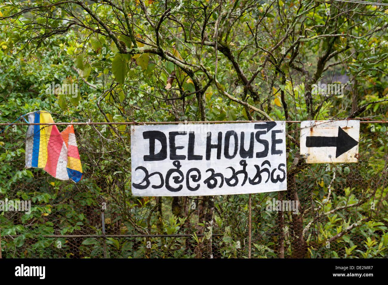 Pilgrimage path, signpost and arrow, road to Delhouse, Dalhousie, Adam's Peak, Sri Pada, Dalhousie, Zentrales - Stock Image