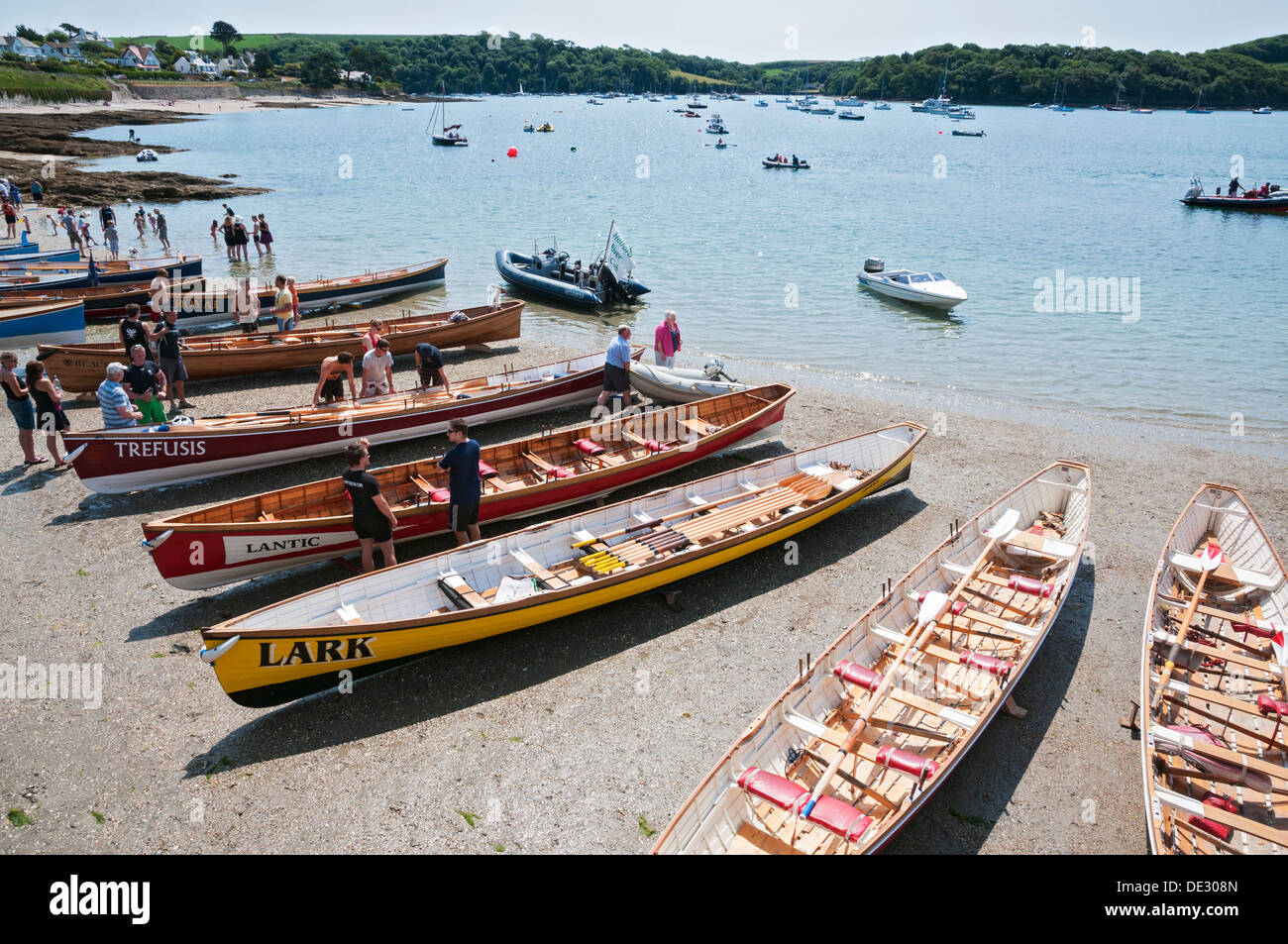 Great Britain, England, Cornwall, St. Mawes, participants preparing for Cornish pilot gig six oared rowing boat - Stock Image