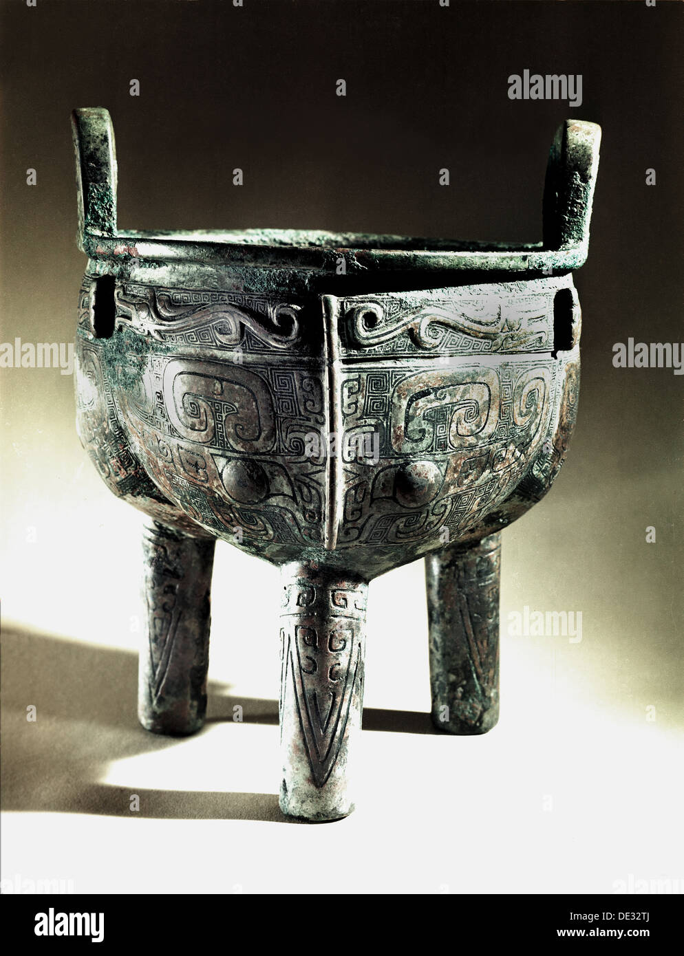 Li ting cauldron decorated with stylised dragons and tao-tieh masks. - Stock Image
