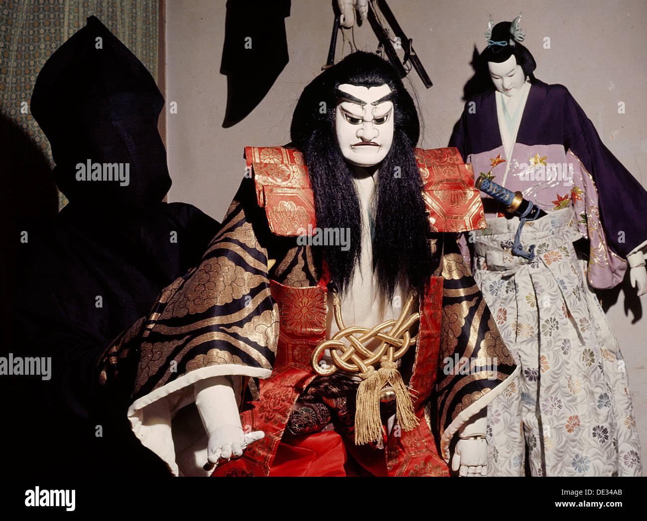 Bunraku Puppet And Hooded Puppet Master Stock Photo Alamy