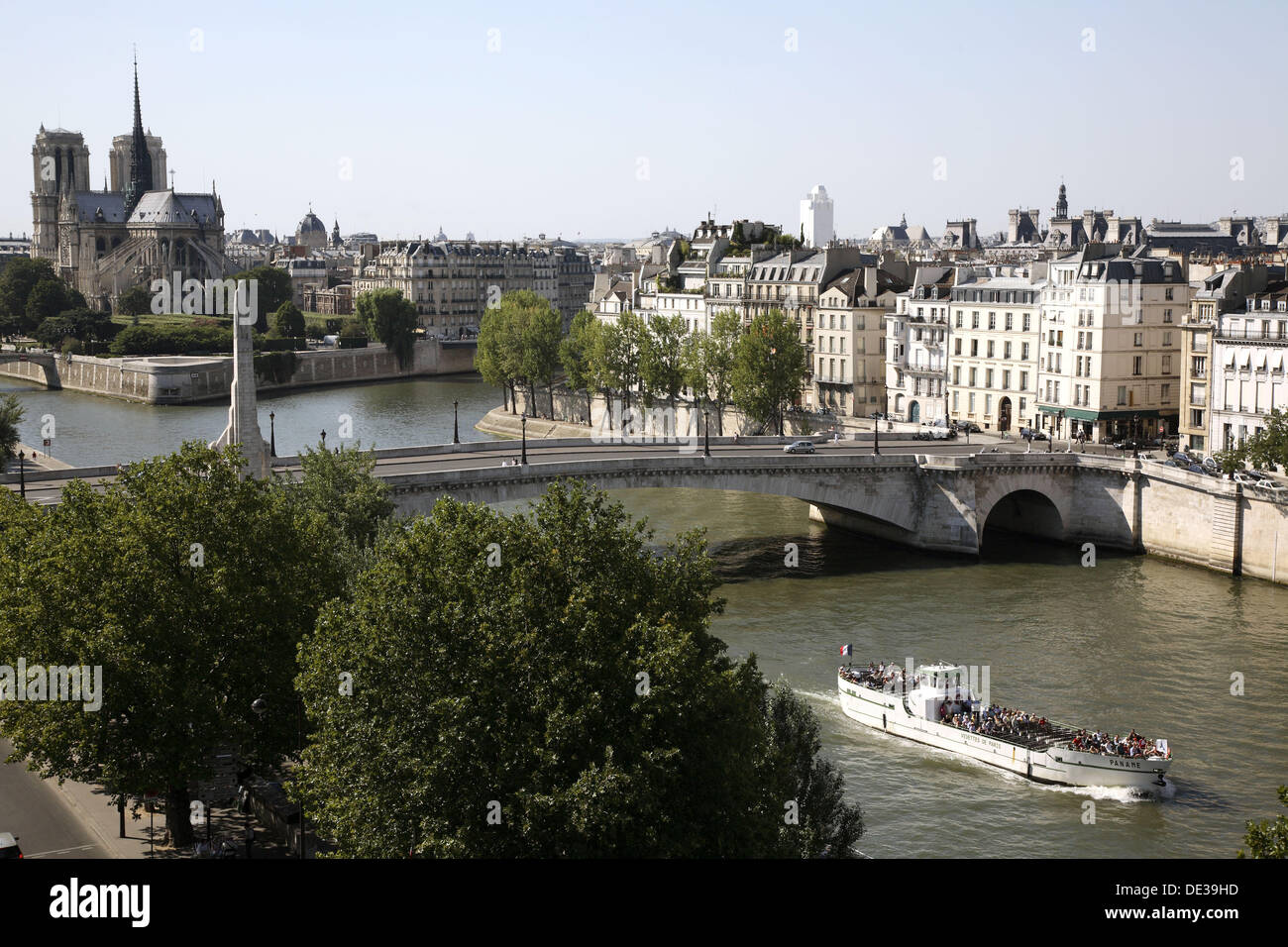 Pont de la Tournelle cross over River Seine with Ile St-Louis and Notre-Dame Cathedral in the background. Paris. France - Stock Image