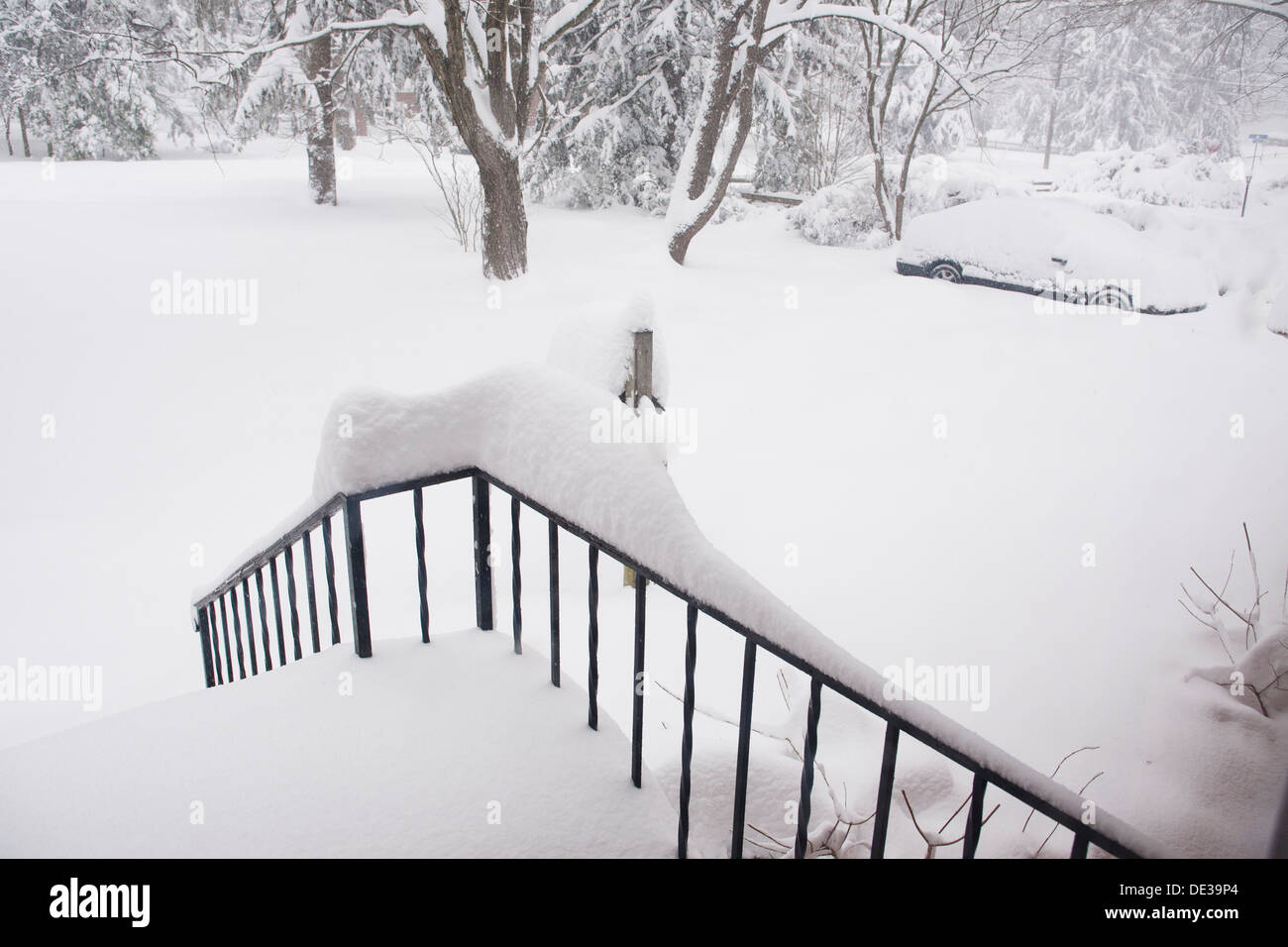 Snow covered front yard of family home - Virginia USA - Stock Image