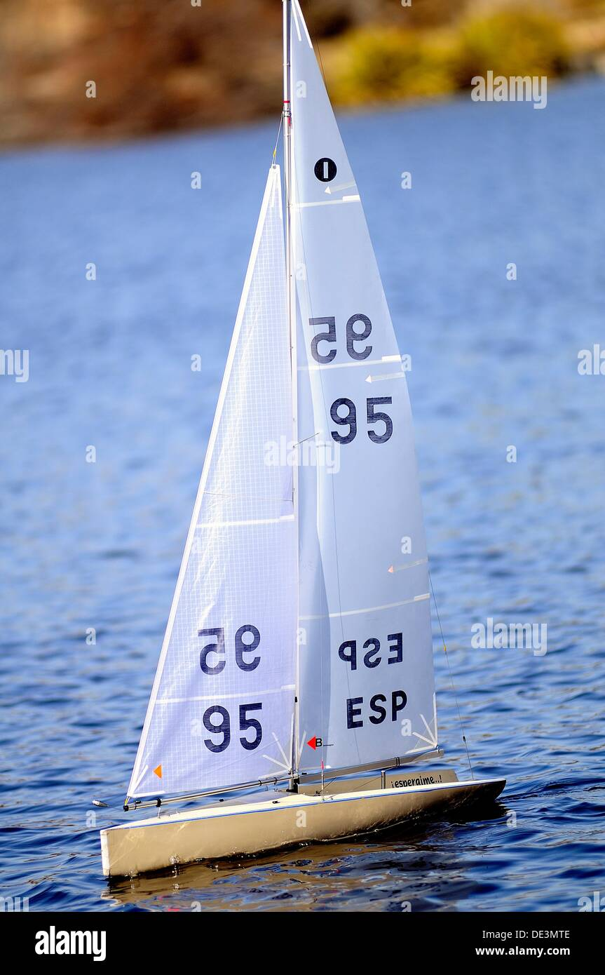 RC sailboat on a pond in Madrid Stock Photo: 60318510 - Alamy