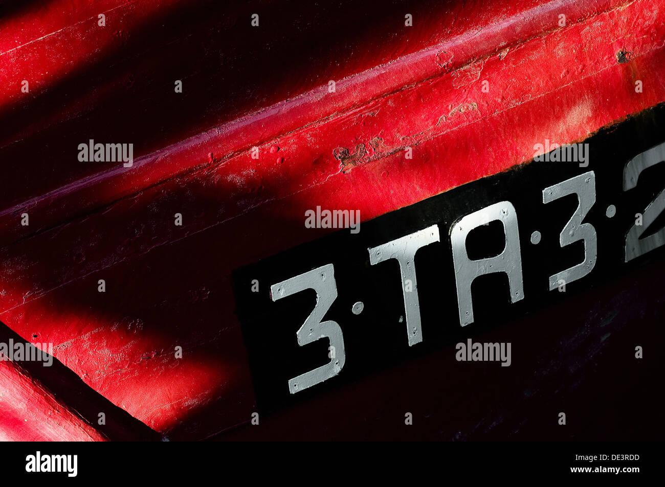 Textura en rojo, negro y blanco. Barca de pesca. - Stock Image