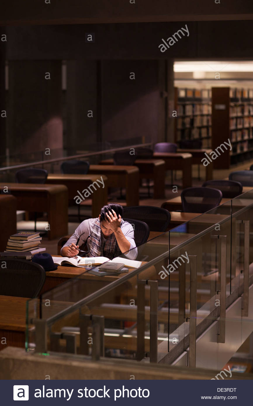 Student working in library - Stock Image