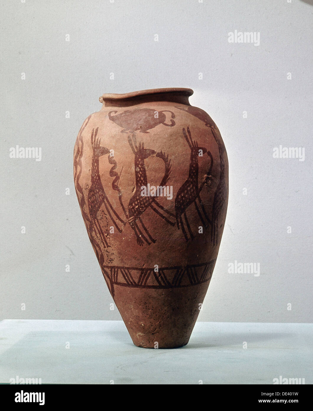 An urn decorated with a design of stylised giraffes. - Stock Image