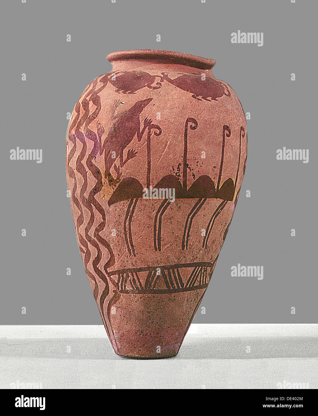 An urn decorated with a design of stylised ostriches. - Stock Image