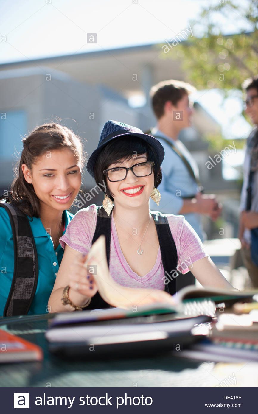 Students working together outdoors - Stock Image