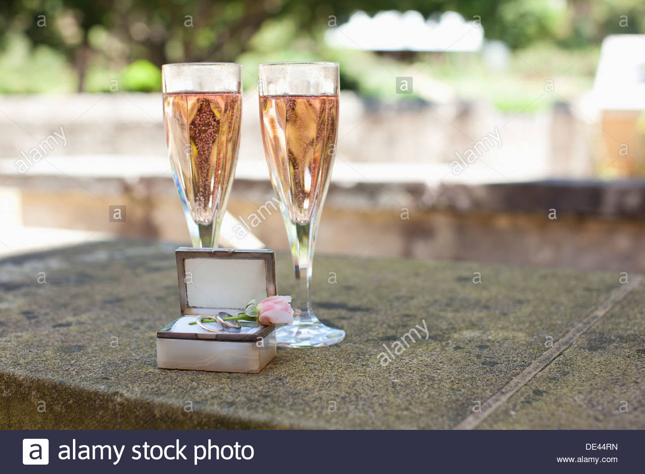 Weddings rings and champagne - Stock Image