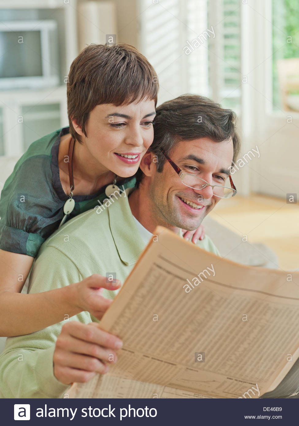 Couple reading newspaper - Stock Image