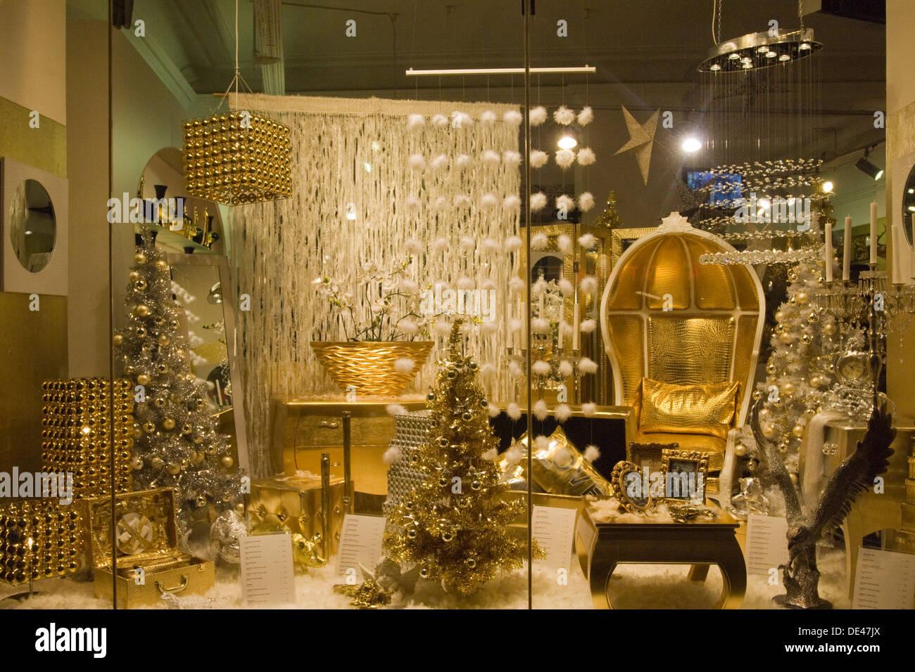 Österreich, Wien 7, Mariahilferstrasse, weihnachtlich dekoriertes Schaufenster. Stock Photo