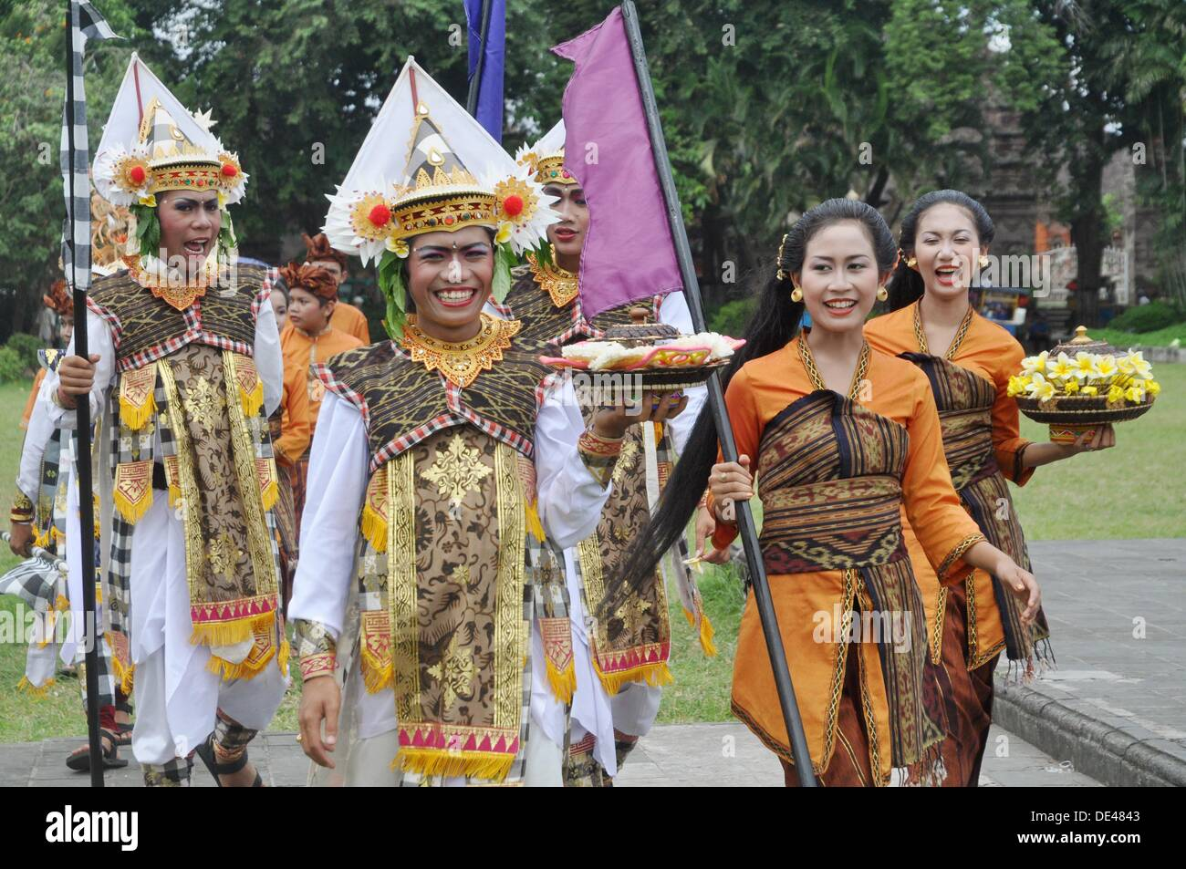 Denpasar Bali Indonesia People In Traditional Dress