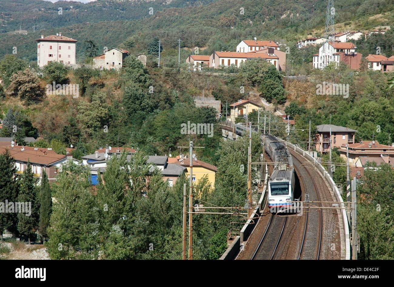 Vado, Emilia-Romagna, Italy: train line along Val di Setta - Stock Image