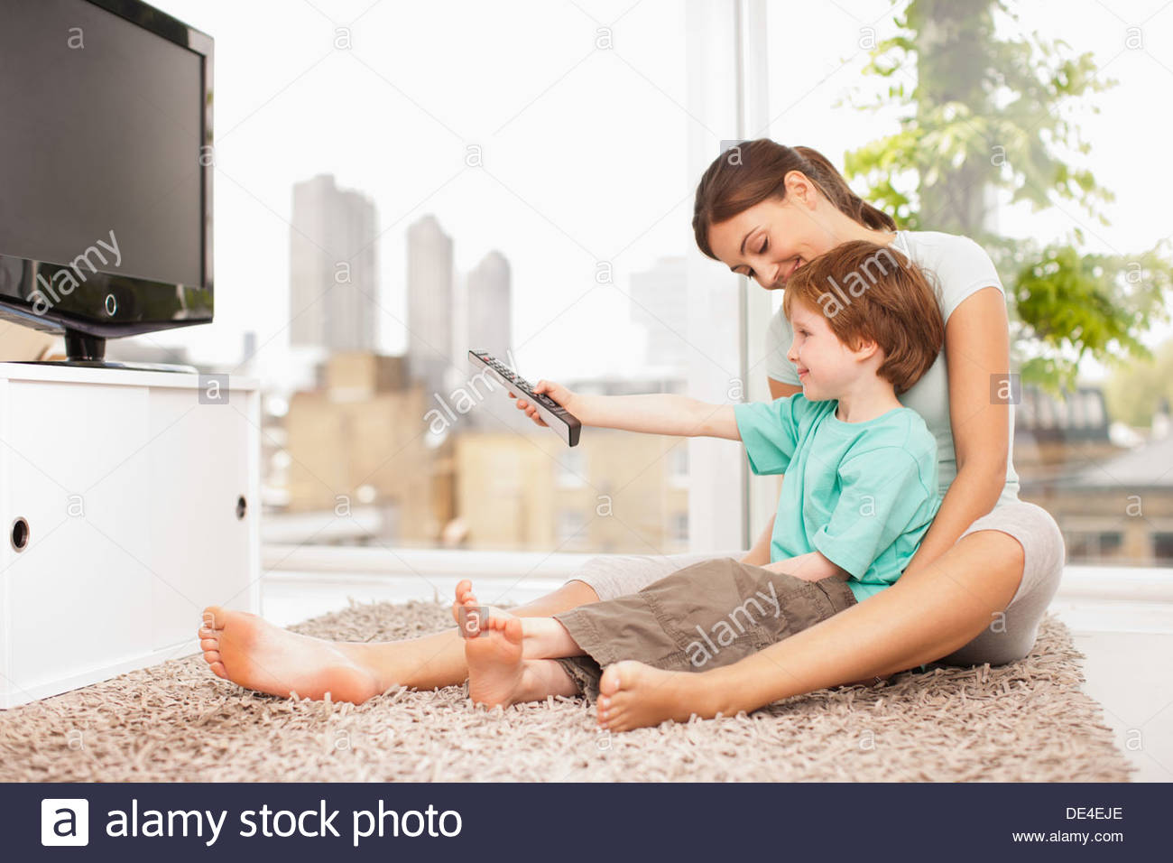 Mother and son watching television - Stock Image