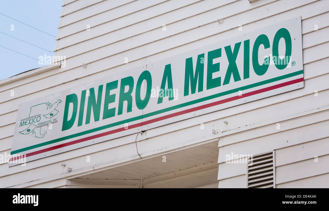 WOODBURN, OREGON, USA - Dinero a Mexico sign on storefront that offers remittance service to Mexican immigrant community. - Stock Image