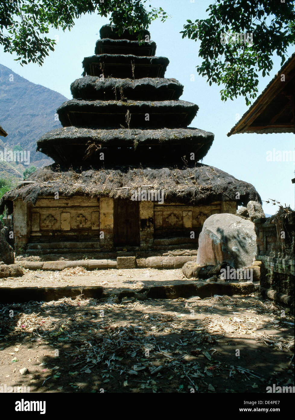 Pagoda roofed shrines at the Pura Danu Bratan recall the cosmic mountain, a concept shared by both Hinduism and Buddhist cosmolo - Stock Image