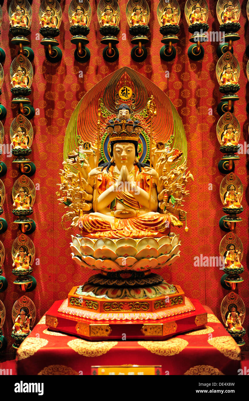 Buddhist artifacts at The Buddha Tooth Relic Temple and Museum (Singapore) - Stock Image