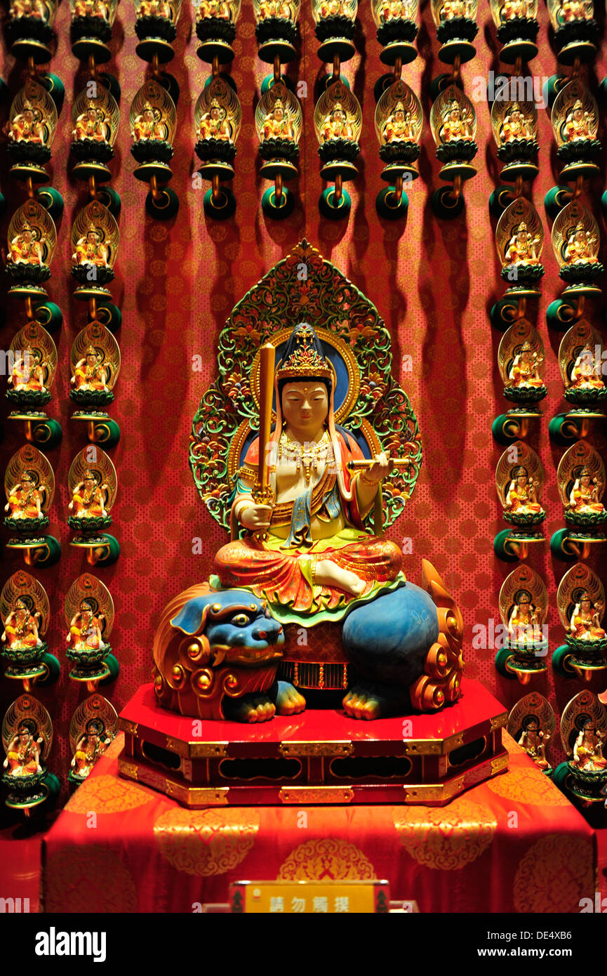 Buddhist artifacts at The Buddha Tooth Relic Temple and Museum (Chinatown,Singapore) - Stock Image