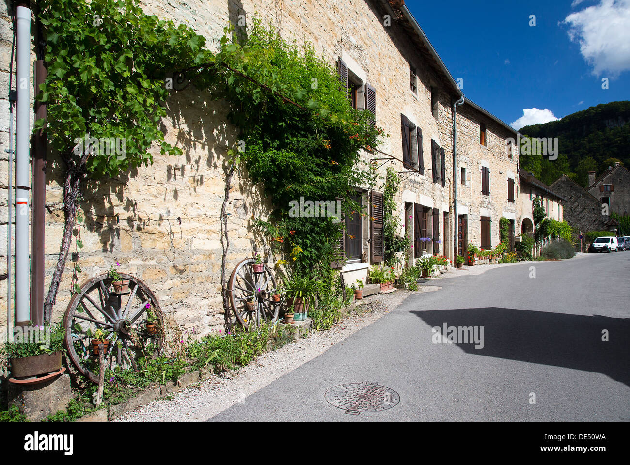 Road in Baume les Messieurs, Jura region of France - Stock Image