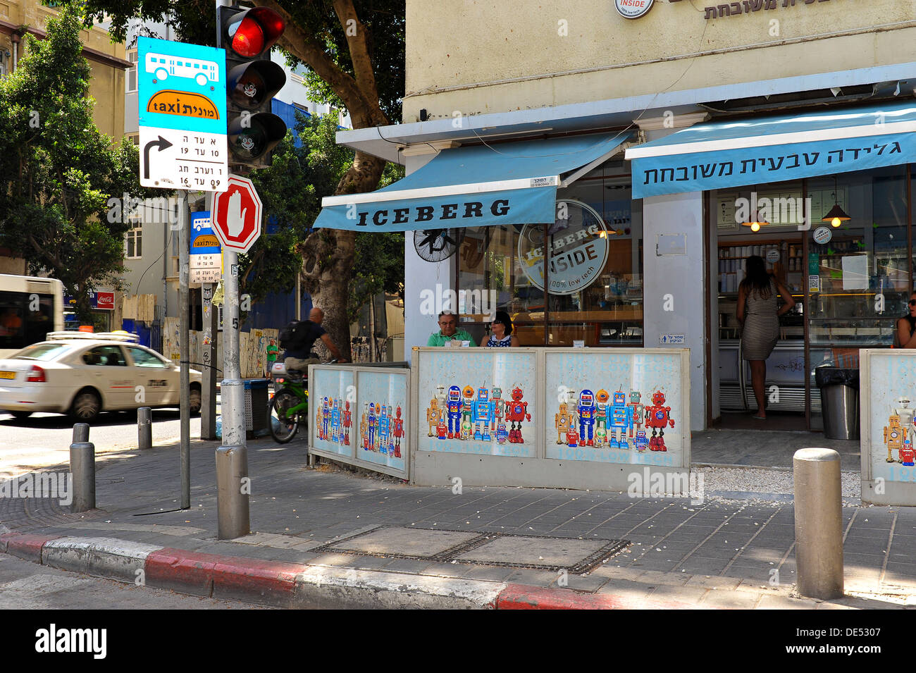An ice cream parlor in Rothschild Boulevard, Tel Aviv, Israel - Stock Image