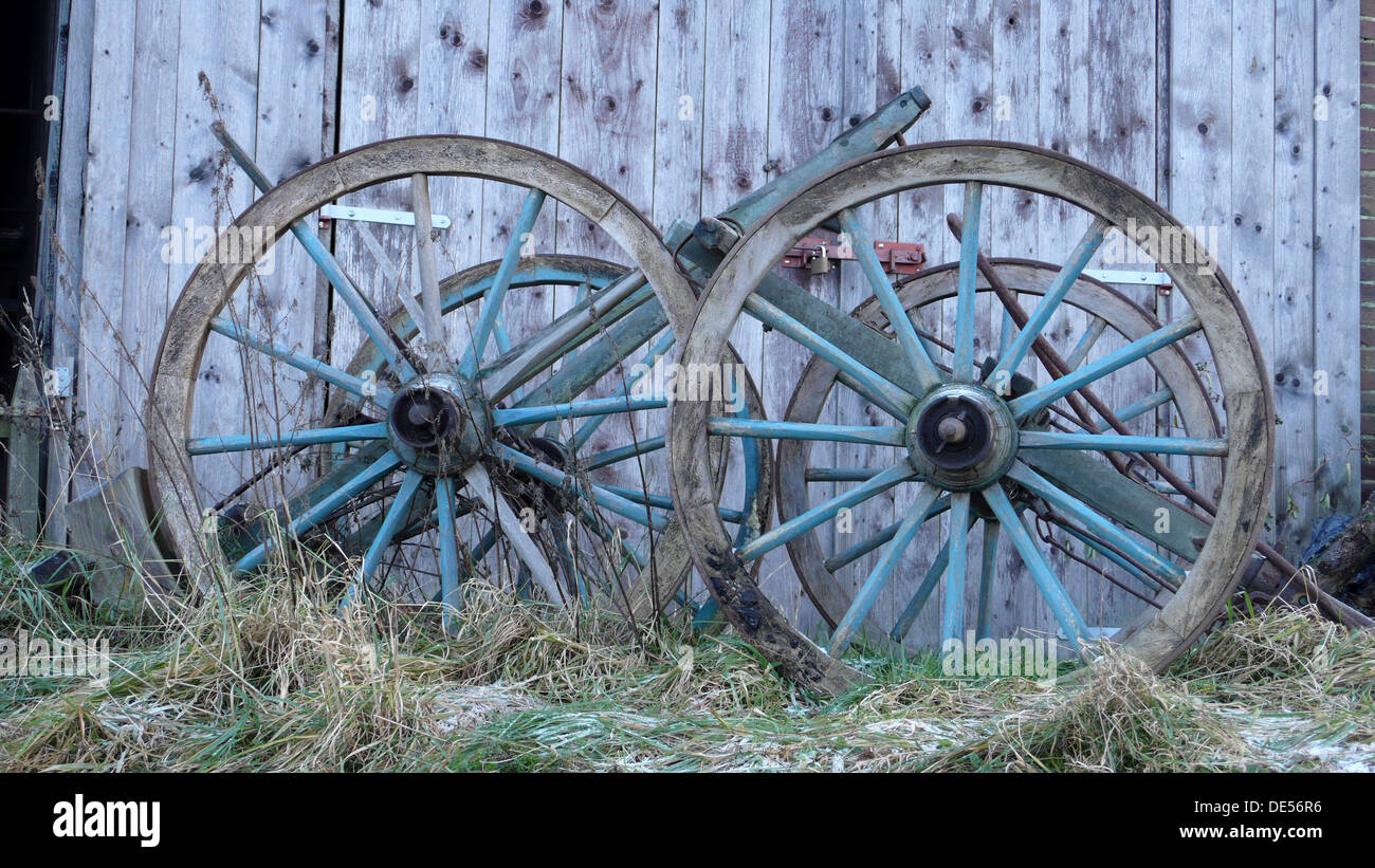 Wood Spoke Wheels Stock Photos & Wood Spoke Wheels Stock Images - Alamy