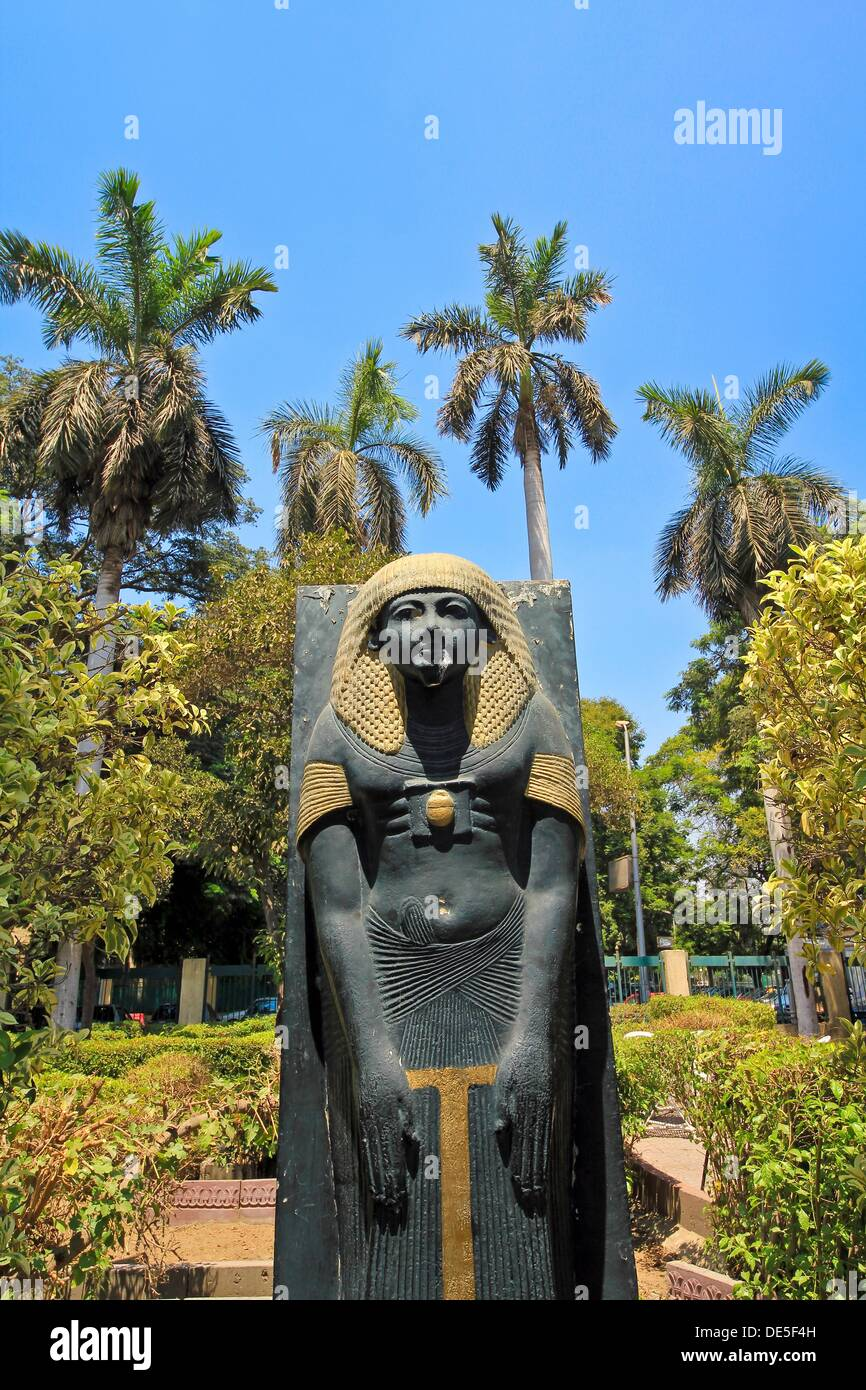 duplicate Statue of ancient Egyptian, garden in Cairo, Egypt - Stock Image