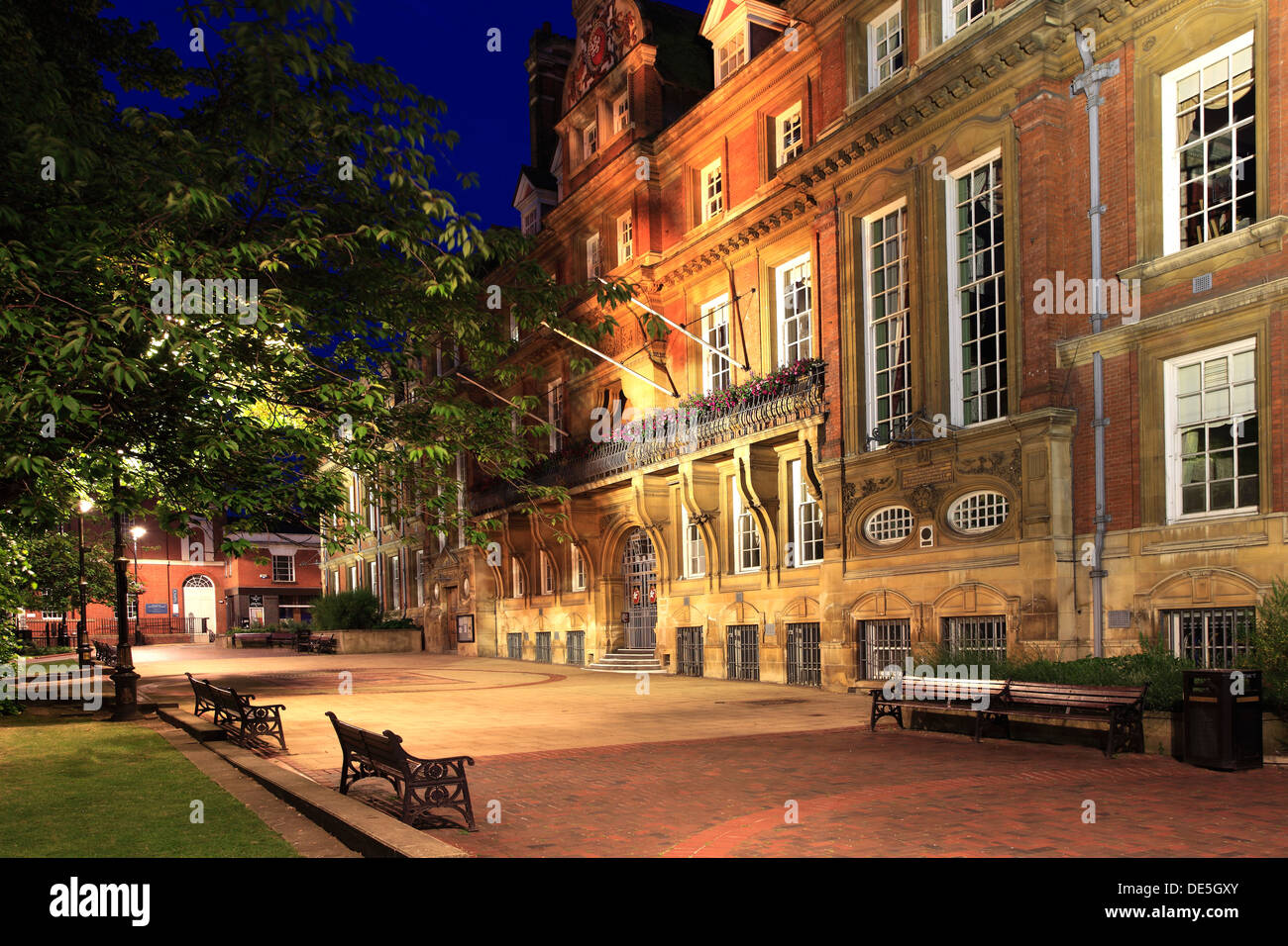The Town hall building at night, Town Hall square gardens, Leicester ...