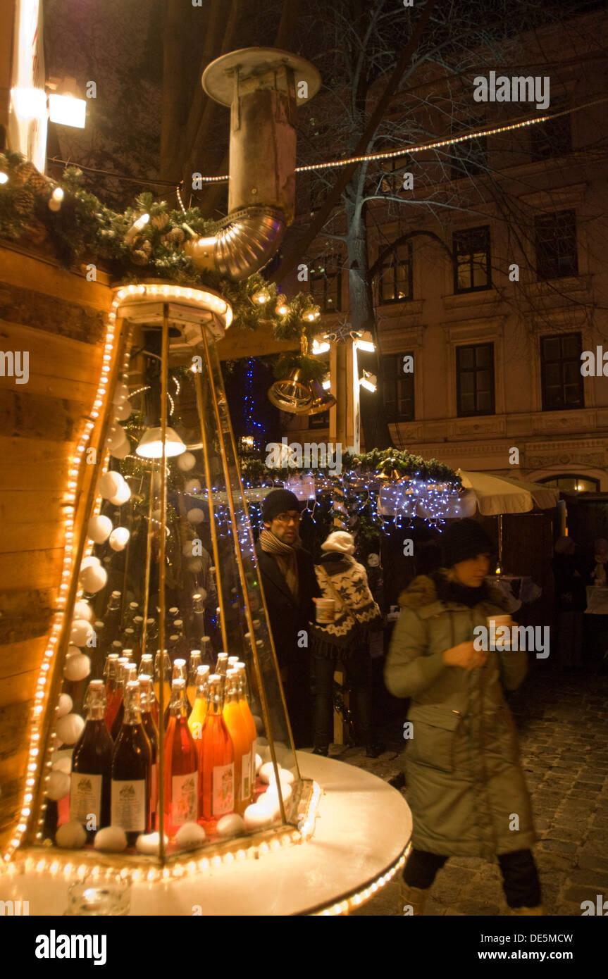 Österreich, Wien 7, Spittelberg, der traditionelle Spittelberger Weihnachtsmarkt bietet Kunsthandwerk zum Schauen und Kaufen. - Stock Image