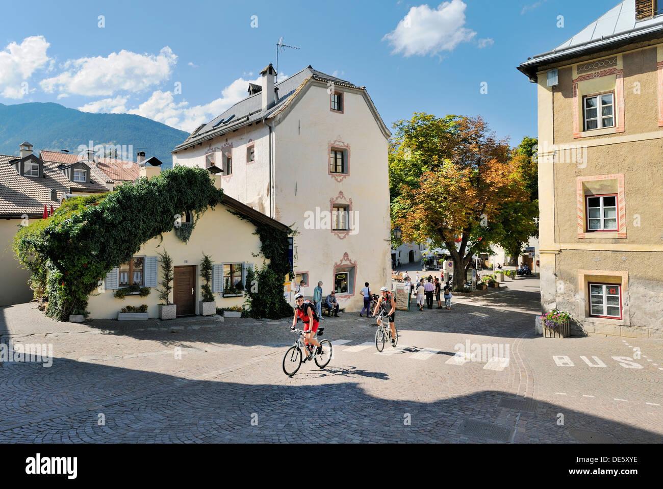 The centre of the Mediaeval walled town of Stadt Glurns, Glorenza, in the Val Venosta, Italian Alps. Alto Adige, Italy - Stock Image